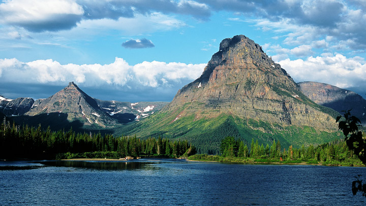 Swiftcurrent Lake, Grinnell Point, Many Glacier Hotel, Glacier, photo