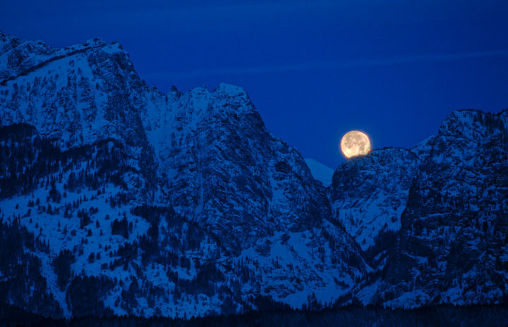 moon, lunar eclipse, tetons, mountains, snow, winter, photo